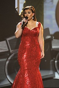 Kelly Clarkson performs at the 2011 American Music Awards