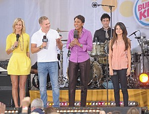 Good Morning America hosts with Selena Gomez