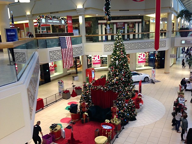 Christmas Tree at Freehold Raceway Mall
