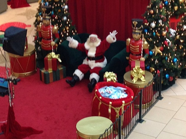 Santa at Freehold Raceway Mall