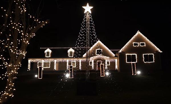 Wall Christmas Light Show 2016